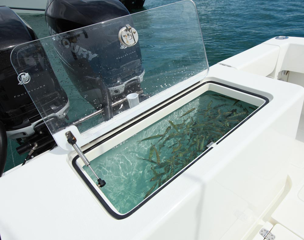 Center consoles 340z details seavee boats for Custom transom