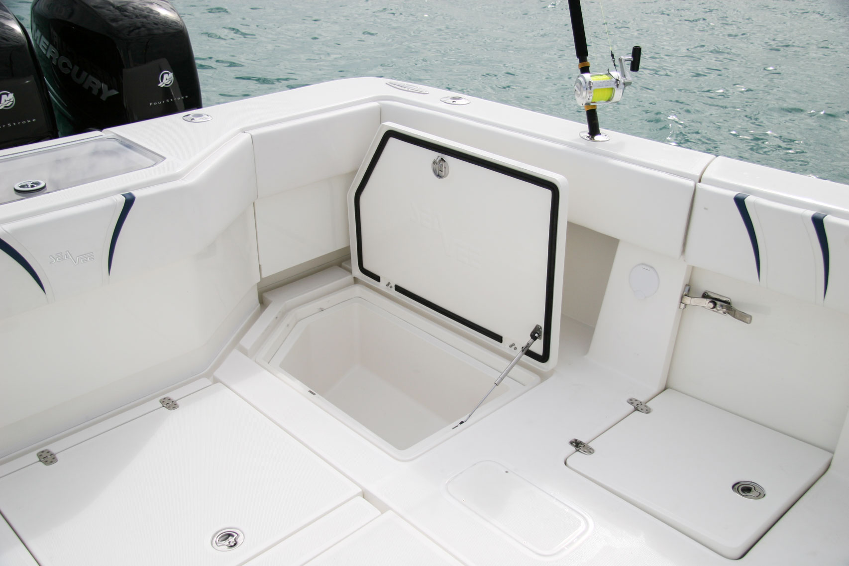 Center consoles 390z details seavee boats for Fish box for boat